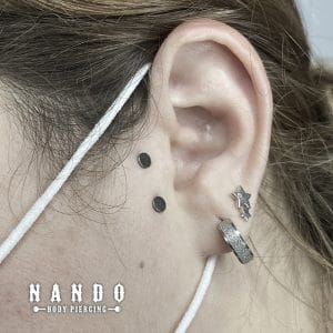 Piercing Cuenca. Surface Titanio Piercing. by: Nando Body Piercing